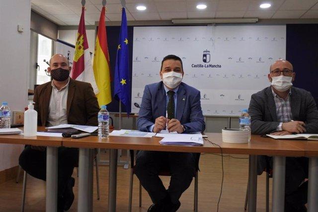 El consejero de Agricultura, Agua y Medio Ambiente, Francisco Martínez Arroyo, en la reunión de la mesa del agua.