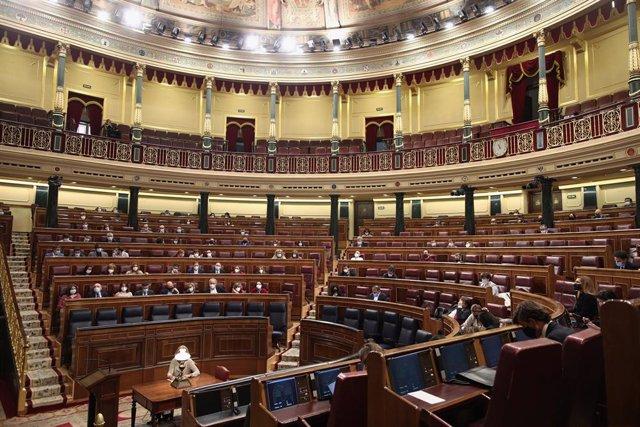 Hemiciclo del Congreso de los Diputados durante una sesión plenaria, en Madrid (España) a 1 de octubre de 2020. En este pleno se debate la petición del PSOE y Unidas Podemos para que el Congreso cree una comisión de investigación sobre la 'Operación Kitch