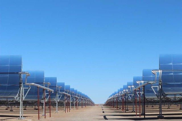 Imagen de archivo de la planta termosolar Xina Solar One de Abengoa en Sudáfrica, uno de los activos que identifica para su venta.