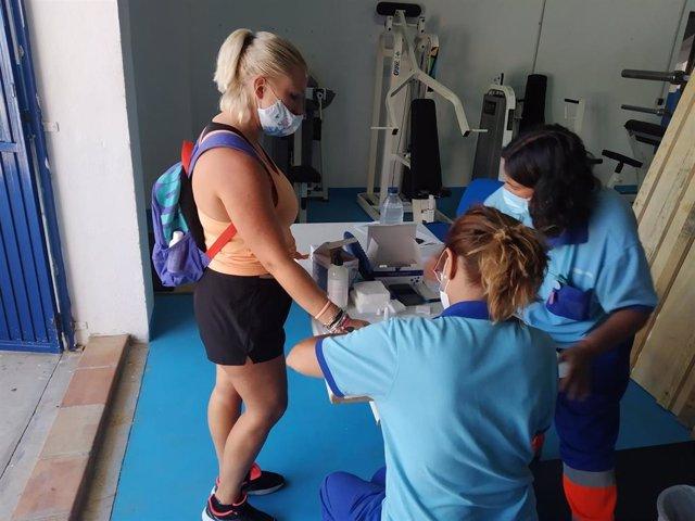Realización de una prueba de detección de coronavirus