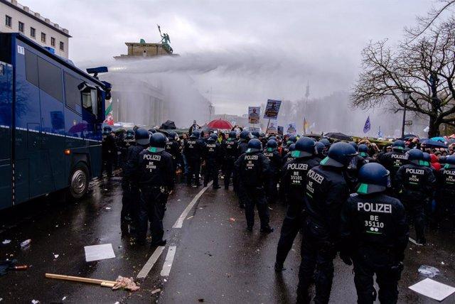 Manifestación contra las restricciones en Berlín impuestas por la pandemia de la COVID-19.