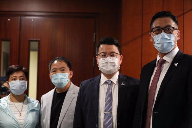 Helena Wong, Wu Chi Wai, Andrew Wan y Lam Cheuk Ting, los cuatro diputados prodemocráticos del Parlamento de Hong Kong cesados el miércoles