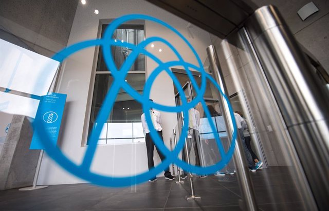 FILED - 06 October 2017, Baden-Wuerttemberg, Rottweil: The Thyssenkrupp logo sticks to a disc in front of an elevator during a tour to mark the opening of the visitor platform of the Thyssenkrupp test tower for elevators. Thyssenkrupp to scrap 3000 steel