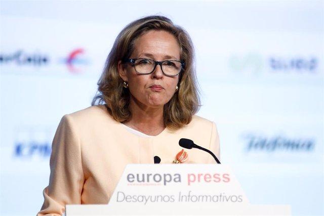 La vicepresidenta tercera y ministra de Asuntos Económicos y Transformación Digital, Nadia Calviño, interviene durante un Desayuno Informativo de Europa Press, en Madrid (España), a 29 de octubre de 2020.