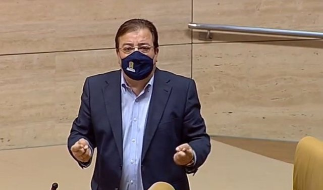 El presidente de la Junta, Guillermo Fernández Vara, en el pleno