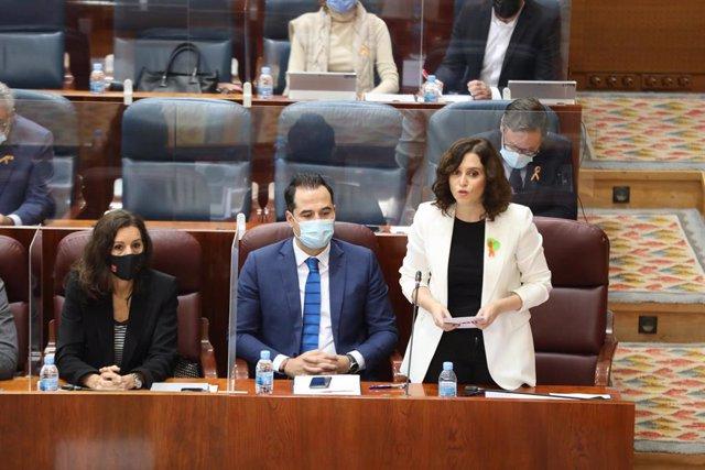 La presidenta de la Comunidad de Madrid, Isabel Díaz Ayuso, interviene durante una sesión de control al Gobierno en la Asamblea
