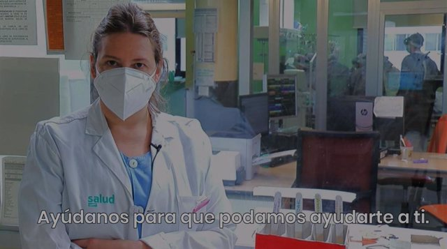 La intensivista el Hospital Clínico, Paula Millán, en uno e los vídeos de la campaña
