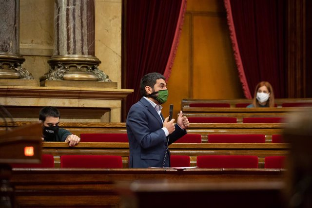 El conseller de Treball, Afers Socials i Famílies de la Generalitat, Chakir el Homrani, al Parlament.