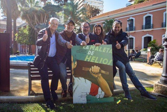 De izquiera a derecha: Vicente Fernández Vázquez (historiador), Javier Angulo (codirector), Helios Antonio Estévez (hijo del protagonista y productor) y Marta Arranz Cordovés y Roberto Lozano Bruna (productores de Cesna).