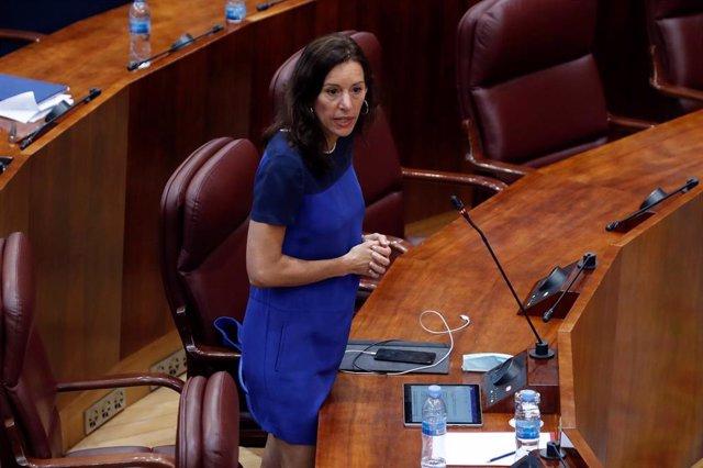 La consejera de presidencia, Eugenia Carballedo, interviene durante el pleno que la Asamblea celebra este jueves centrado en la petición de la Comunidad de Madrid de avanzar a la fase 1 de la desescalada, rechazada en dos ocasiones por el Ministerio de Sa