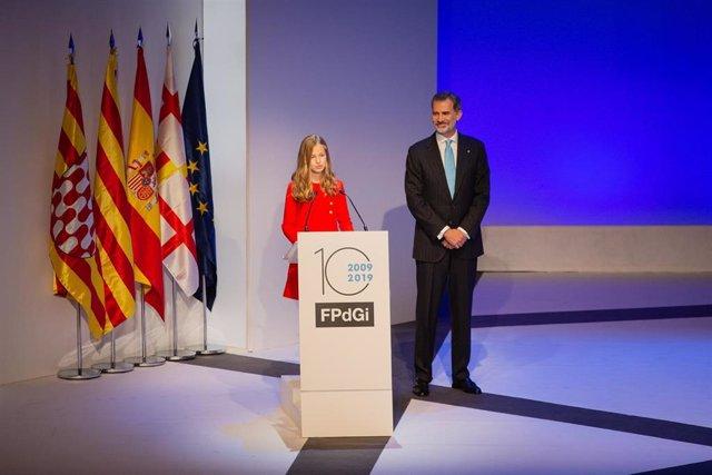 El Rey Felipe VI y la Princesa Leonor durante su discurso en los Premios de la Fundación Princesa de Girona, en su X aniversario, en el Palacio de Congresos de Barcelona (España) el 4 de noviembre de 2019.
