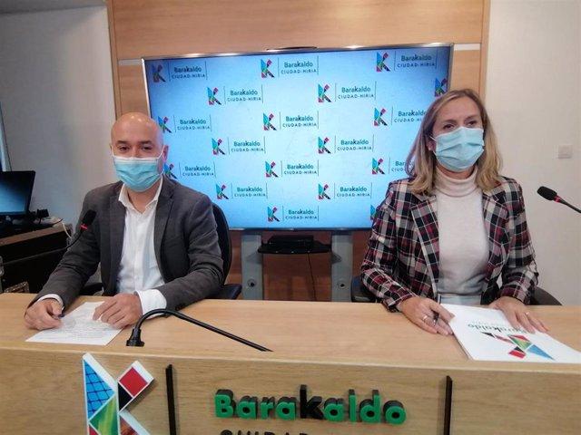 La alcaldesa de Barakaldo, Amaia del Campo, y el concejal de Promoción Económica, David Solla