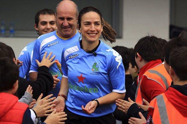 Alhambra Nievas participa en el foro organizado por la Consejería de Educación y Deportes sobre la mujer deportista y sus dificultades para alcanzar el éxito.