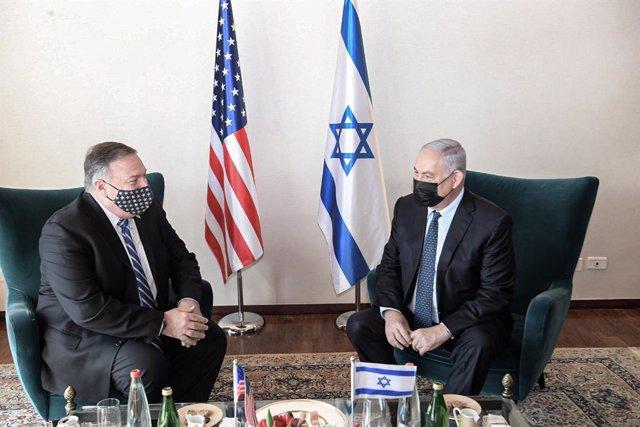 El secretario de Estado de EEUU, Mike Pompeo (i), junto al primer ministro de Israel, Benjamin Netanyahu