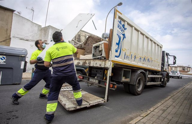 Servicio de recogida de voluminosos del Ayuntamiento de Huelva.