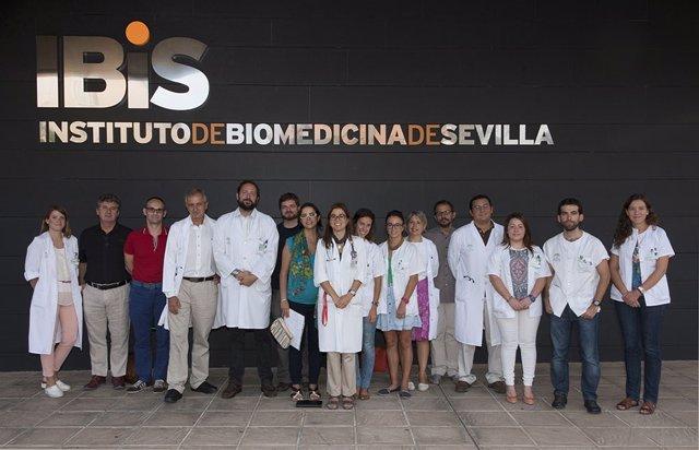 Foto de grupo en la sede del IBiS