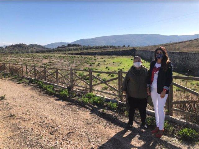 La delegada  territorial de Turismo, Regeneración, Justicia y Administración Local en una visita a Almargen (Málaga)