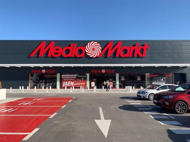 Fachada de la tienda MediaMarkt en Jaén.
