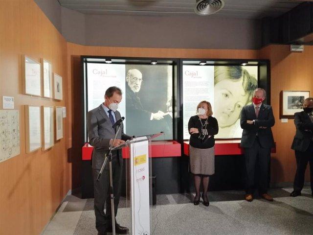 El ministro de Ciencia e Innovación, Pedro Duque, inaugura la exposición sobre el legado de Santiago Ramón y Cajal en el Museo Nacional de Ciencias Naturales (MNCN-CSIC).