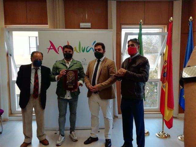 Entrega del premio 'Coplas para Andalucía' a la compara 'Las chusma selecta'