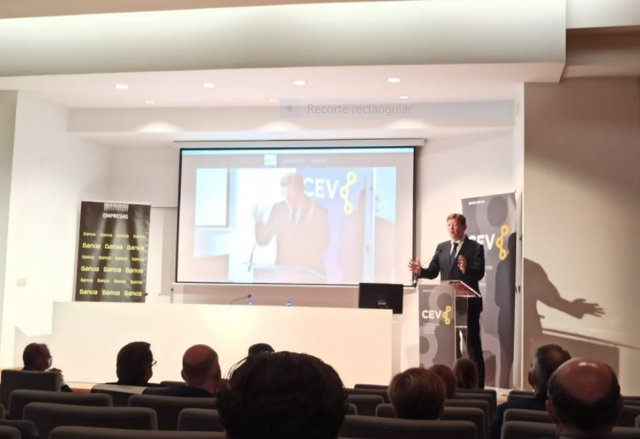 El president de la Generalitat Valenciana, Ximo Puig en la Asamblea General de la CEV