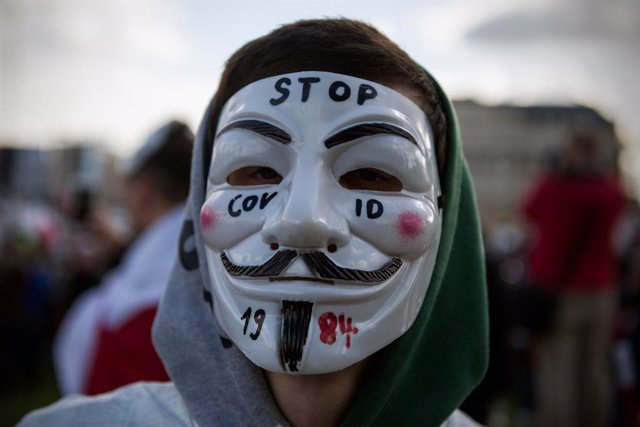 24 October 2020, Poland, Warsaw: A protester takes part in a protest against the government imposed restrictions to prevent the spread of coronavirus. Photo: Attila Husejnow/SOPA Images via ZUMA Wire/dpa