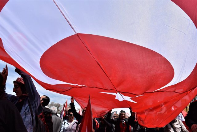 23 April 2019, Turkey, Ankara: Supporters of the main opposition Republican People's Party (CHP) carry a large Turkish national flag during a march towards Anitkabir, the mausoleum of Mustafa Kemal Ataturk, to mark the National Sovereignty, Children's Day