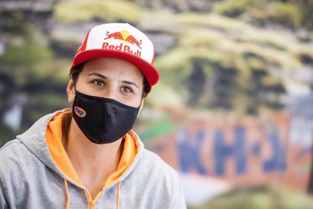 La piloto española de rallys Laia Sanz (GasGas) en un acto promocional con su patrocinador KH-7
