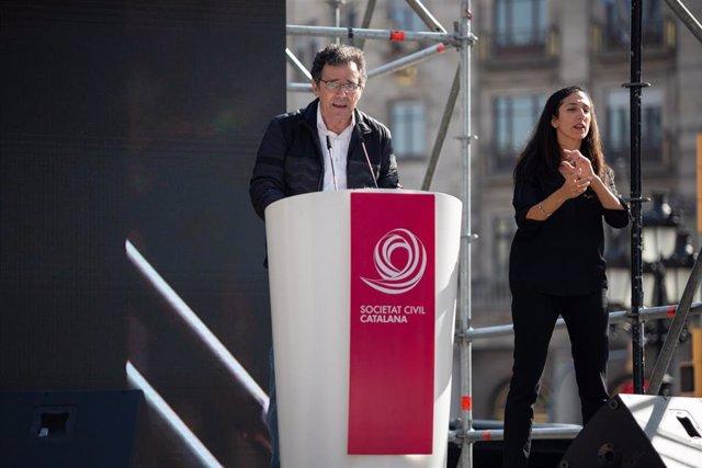 El vicepresidente de Sociedad Civil Catalana (SCC), Álex Ramos, interviene en una manifestación, a 27 de octubre de 2019.