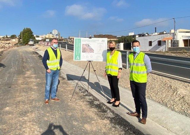 La delegada de Fomento visita las obras de Alhama de Almería