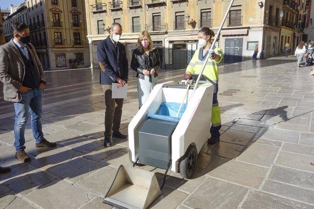Presentación del carro eléctrico de limpieza con GPS