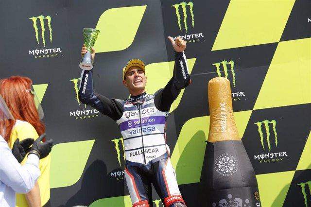 El piloto español Albert Arenas celebra su segundo puesto en el GP de la República Checa