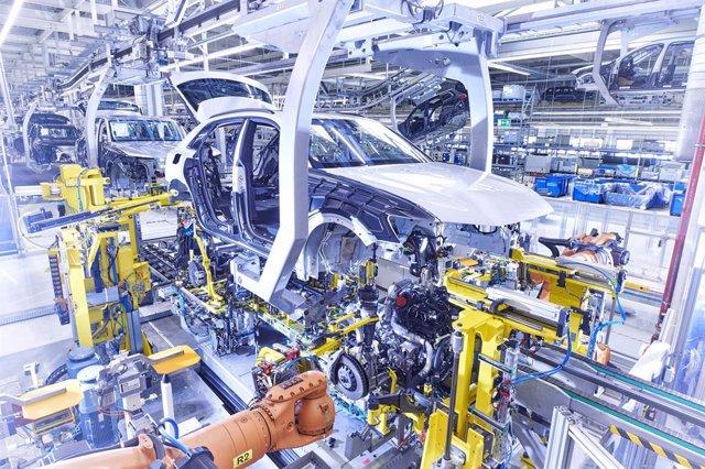 Fábrica de coches.