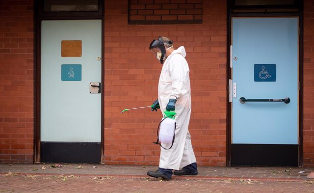Trabajos de desinfección en Leicester (Reino Unido) durante la pandemia de coronavirus