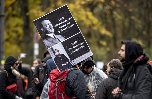 18 November 2020, Berlin: A protester takes part in a demonstration against the coronavirus restrictions adopted by the German and state governments and the adoption of the amendment to the Infection Protection Act by the German Bundestag. Photo: Fabian S