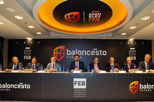 La Asamblea General Ordinaria de la FEB, presidida por Jorge Garbajosa