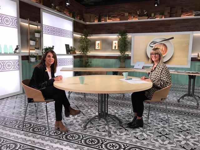 La consellera de Presidència i portaveu del Govern, Meritxell Budó, i la periodista Gemma Nierga