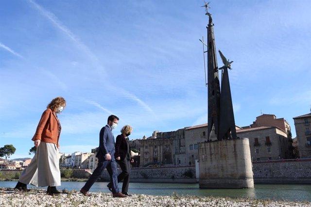 La consellera de Justicia, Ester Capella, el vicepresidente del Govern, Pere Aragonès, y la alcaldesa de Tortosa, Meritxell Roigé. En Tortosa (Tarragona) el 20 de noviembre de 2020