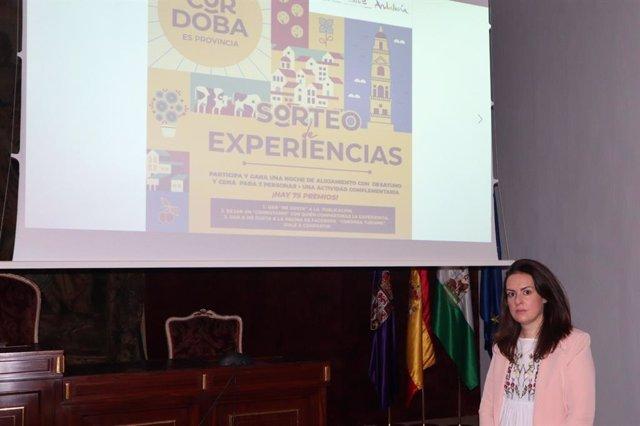 La vicepresidenta del Patronato Provincial de Turismo de la Diputación de Córdoba, Inmaculada Silas, en la presentación del sorteo