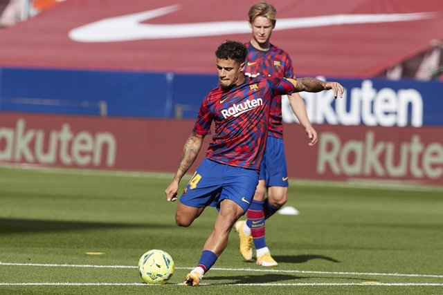 24 October 2020, Spain, Barcelona: Barcelona's Philippe Coutinho warms up before the start of the Spanish Primera Division soccer match between FC Barcelona and Real Madrid CF at Camp Nou. Photo: David Ramirez/DAX via ZUMA Wire/dpa