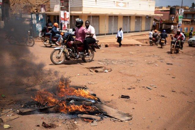 Protestas en Kampala por el arresto del líder opositor Robert Kyagulanyi