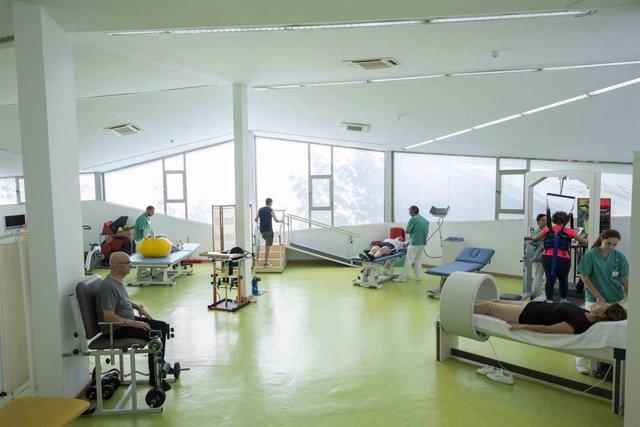 Ejercicios de rehabilitación en Fundación Casaverde.