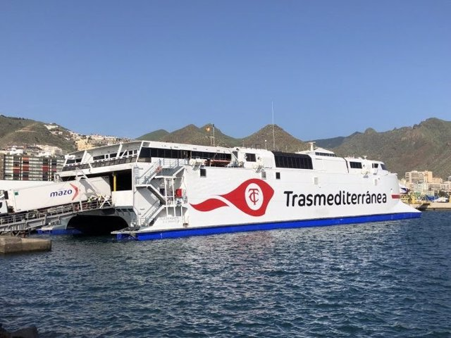 Fast Ferry de Armas Transmediterránea.