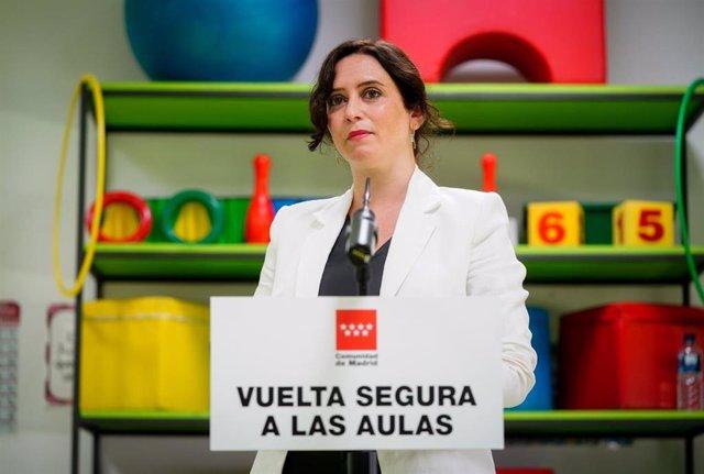 La presidenta de la Comunidad de Madrid, Isabel Díaz Ayuso, durante su intervención en su visita al Colegio Público bilingüe El Bercial, en Getafe (Madrid) , a 31 de agosto de 2020.