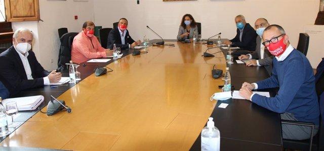 Reunión entre el Consell de Mallorca y representantes del sector de la restauración.