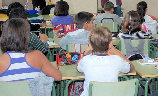 Aula en colegio, foto de archivo
