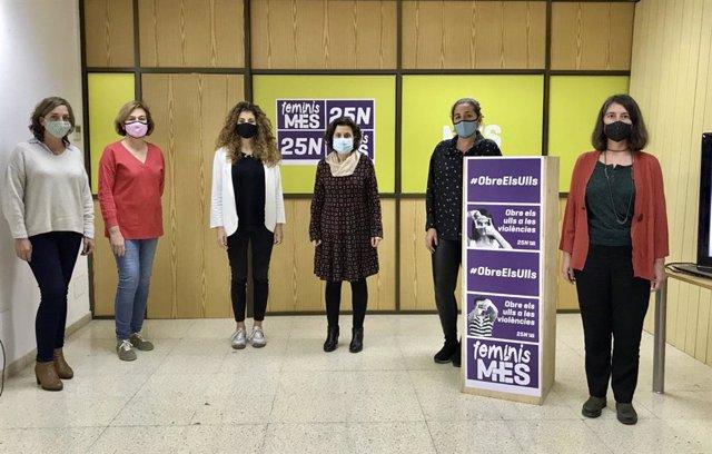 Presentación de la campaña 'Obre els ulls' (Abre los ojos) para denunciar violencias invisibilizadas hacia las mujeres, con motivo del 25N.