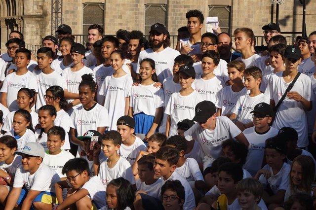 Endesa renueva con la Fundación Ricky Rubio para integrar jóvenes vulnerables a través del baloncesto