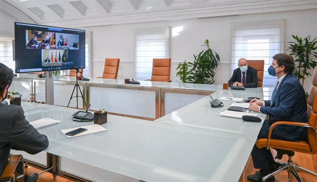 Fernández Mañueco preside la delegación de CyL que participa de forma telemática en la reunión con Aragón y Castilla-La Mancha ante la Comisión Europea.