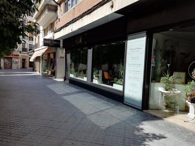 Comercios en una calle de Córdoba capital.